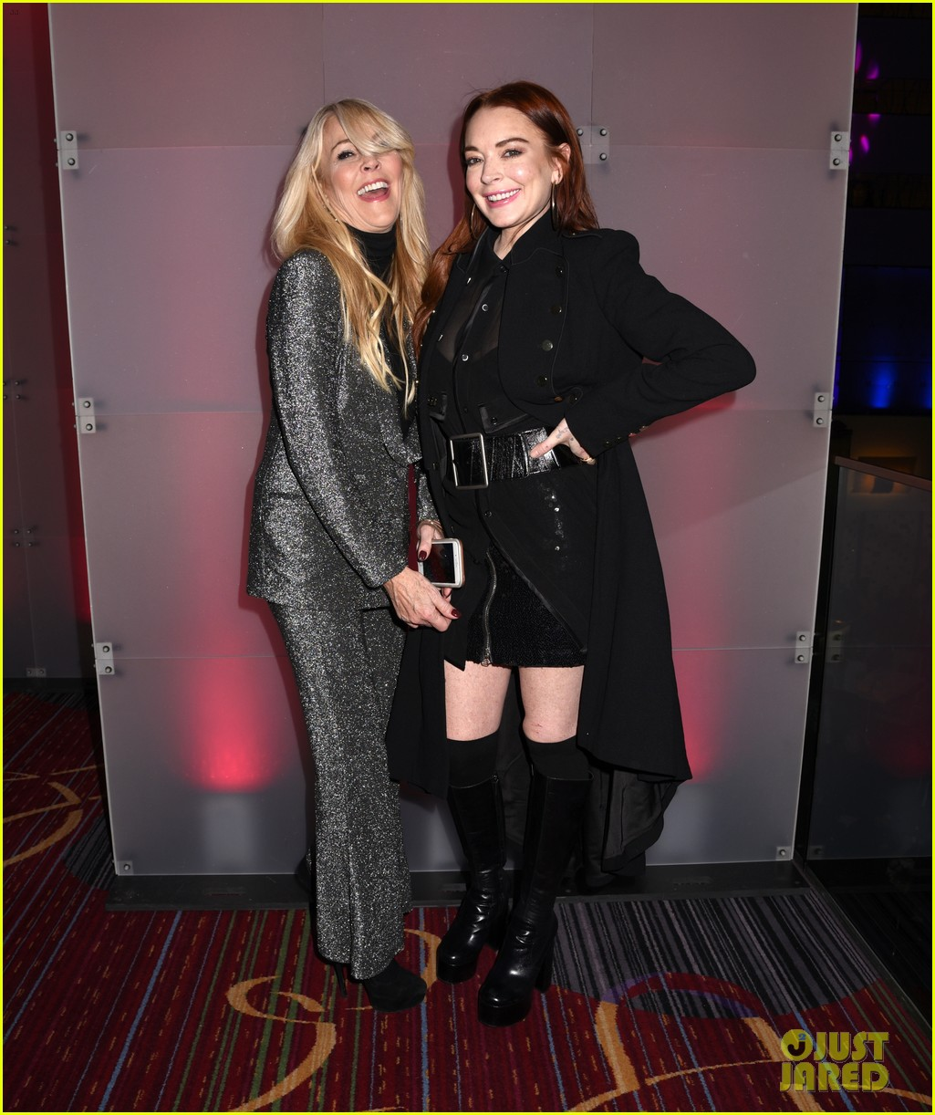 lindsay lohan attends robin thickes new years eve party 16