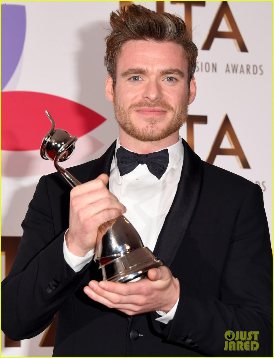 richard madden wins at national tv awards 094215152