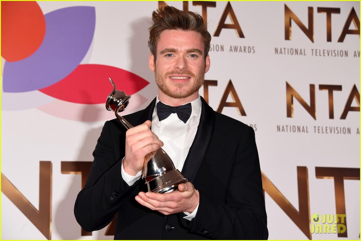 richard madden wins at national tv awards 114215154