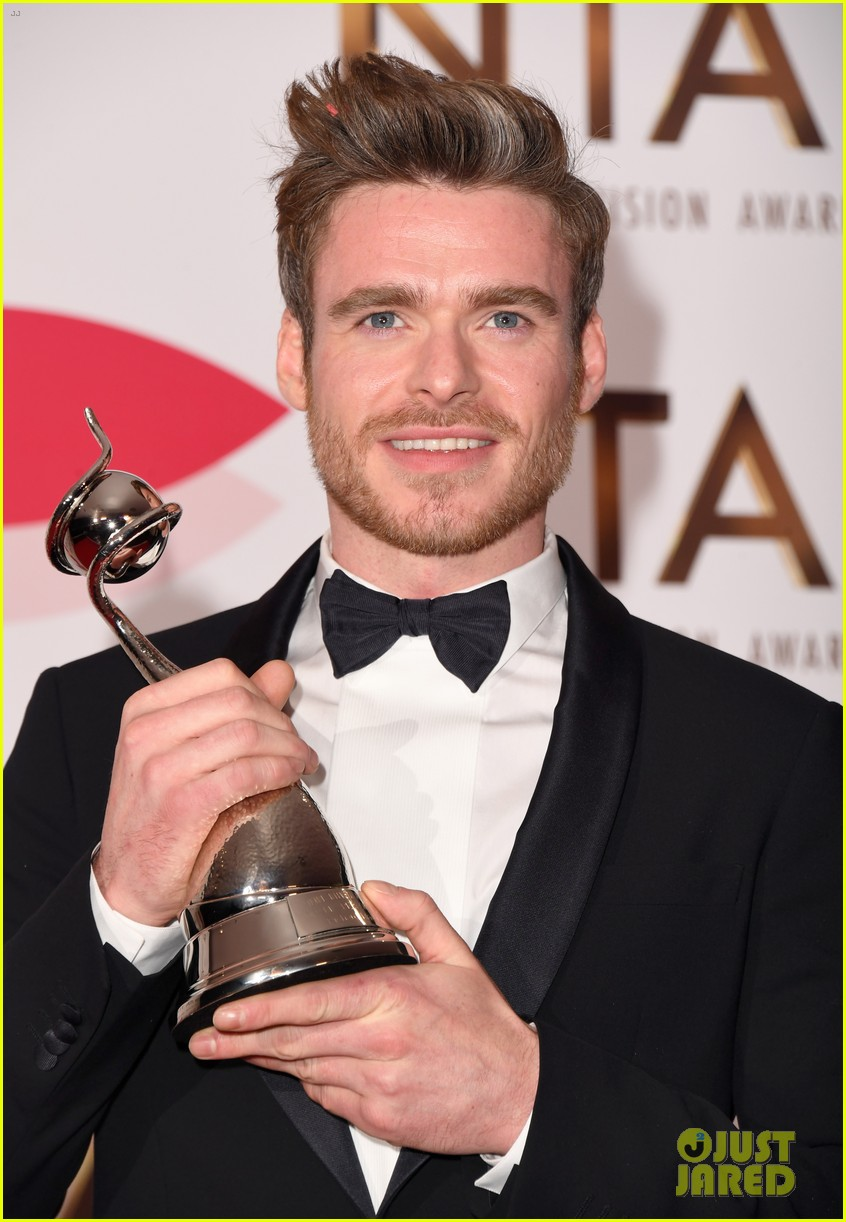 richard madden wins at national tv awards 124215155
