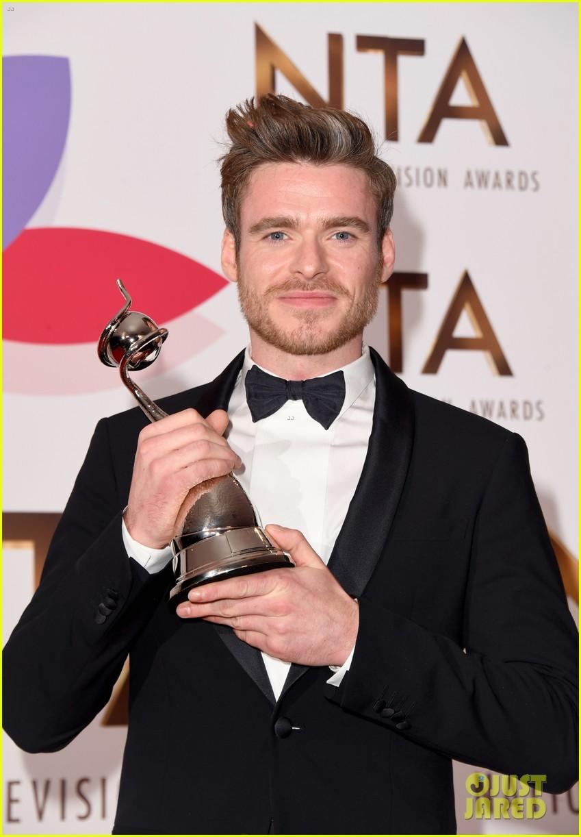 richard madden wins at national tv awards 134215156