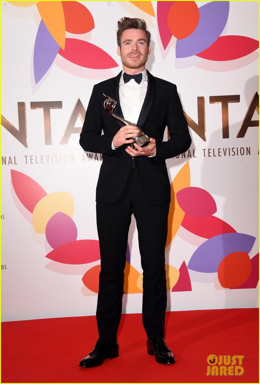 richard madden wins at national tv awards 154215158