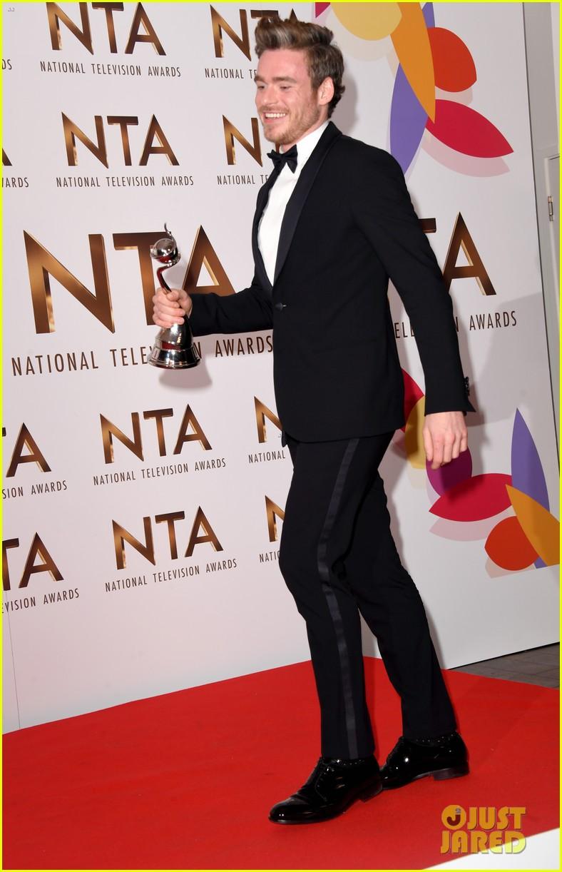 richard madden wins at national tv awards 184215161