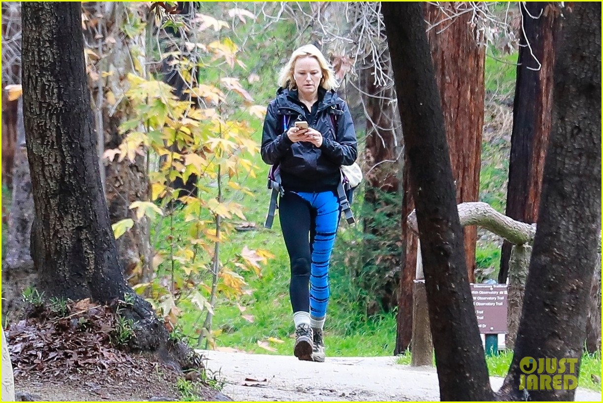 malin akerman braves rainy weather for afternoon hike 014213169