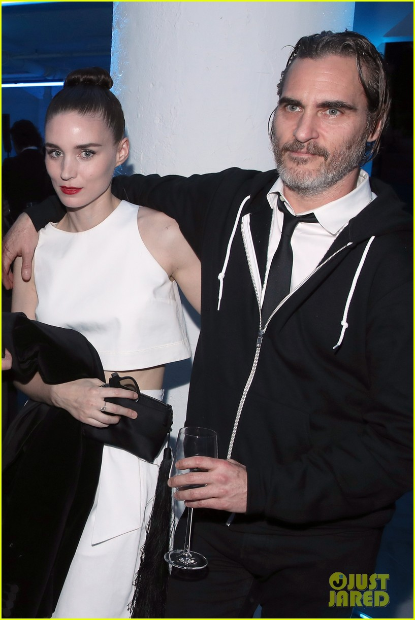 rooney mara joaquin phoenix pose together at art of elysium event 01