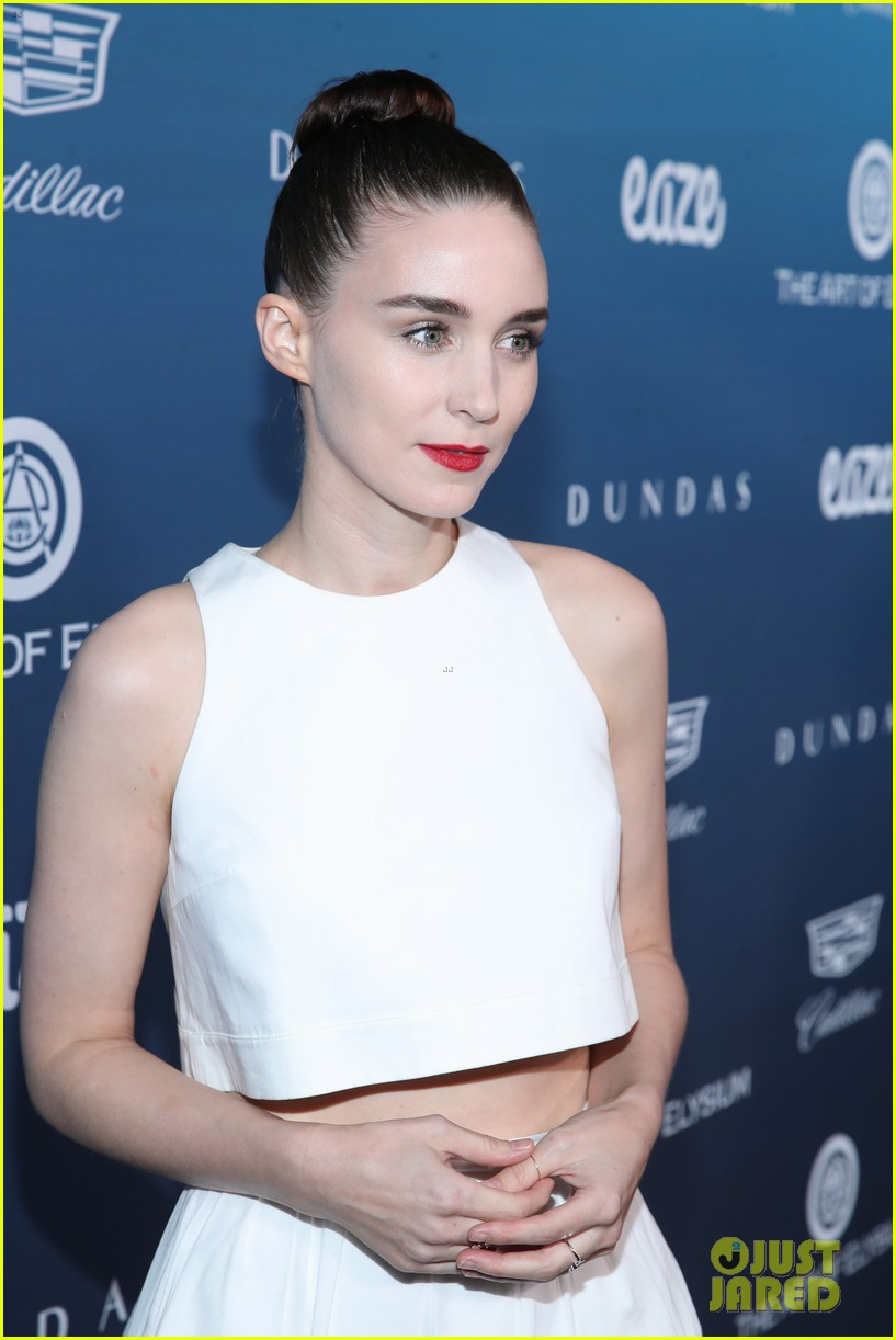 rooney mara joaquin phoenix pose together at art of elysium event 05
