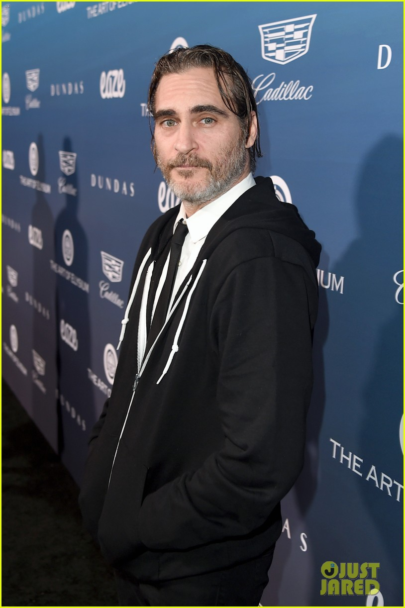 rooney mara joaquin phoenix pose together at art of elysium event 07