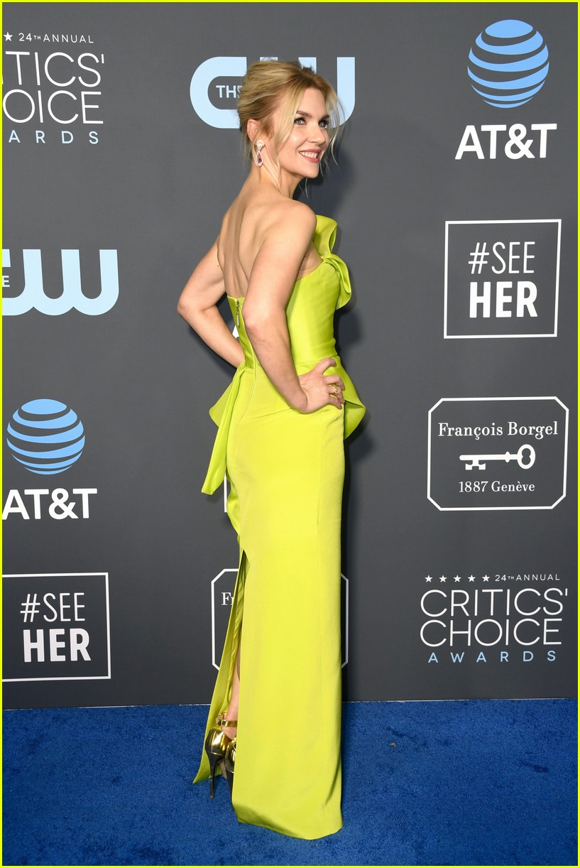 debra messing judy greer stun at critics choice awards 2019 274211436