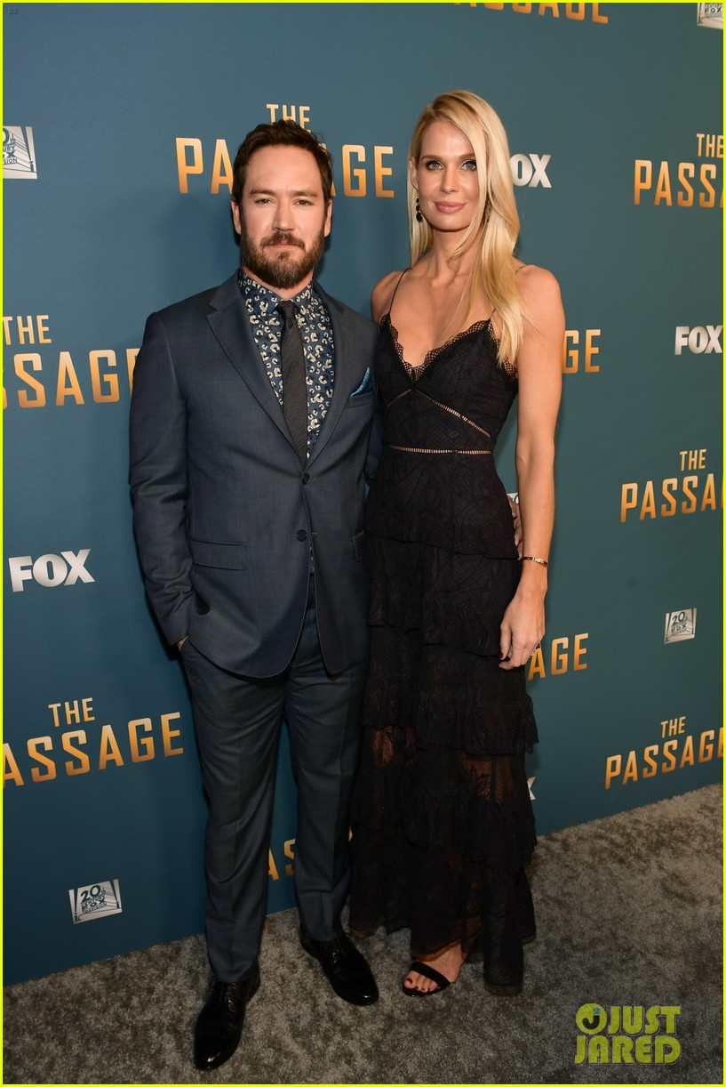 mark paul gosselaar the passage premiere 034210068