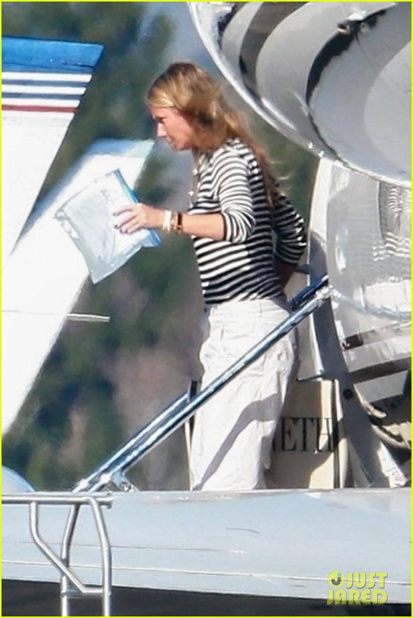 gwyneth paltrow husband brad falchuk private plane 024214793