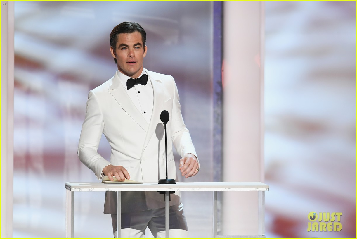 Chris Pine Amp Matt Bomer Suit Up For Sag Awards 2019 Photo 4218362 2019 Sag Awards Chris