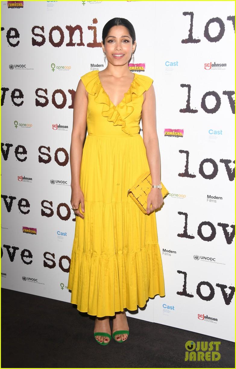 freida pinto dons bright yellow dress at love sonia uk premiere 07
