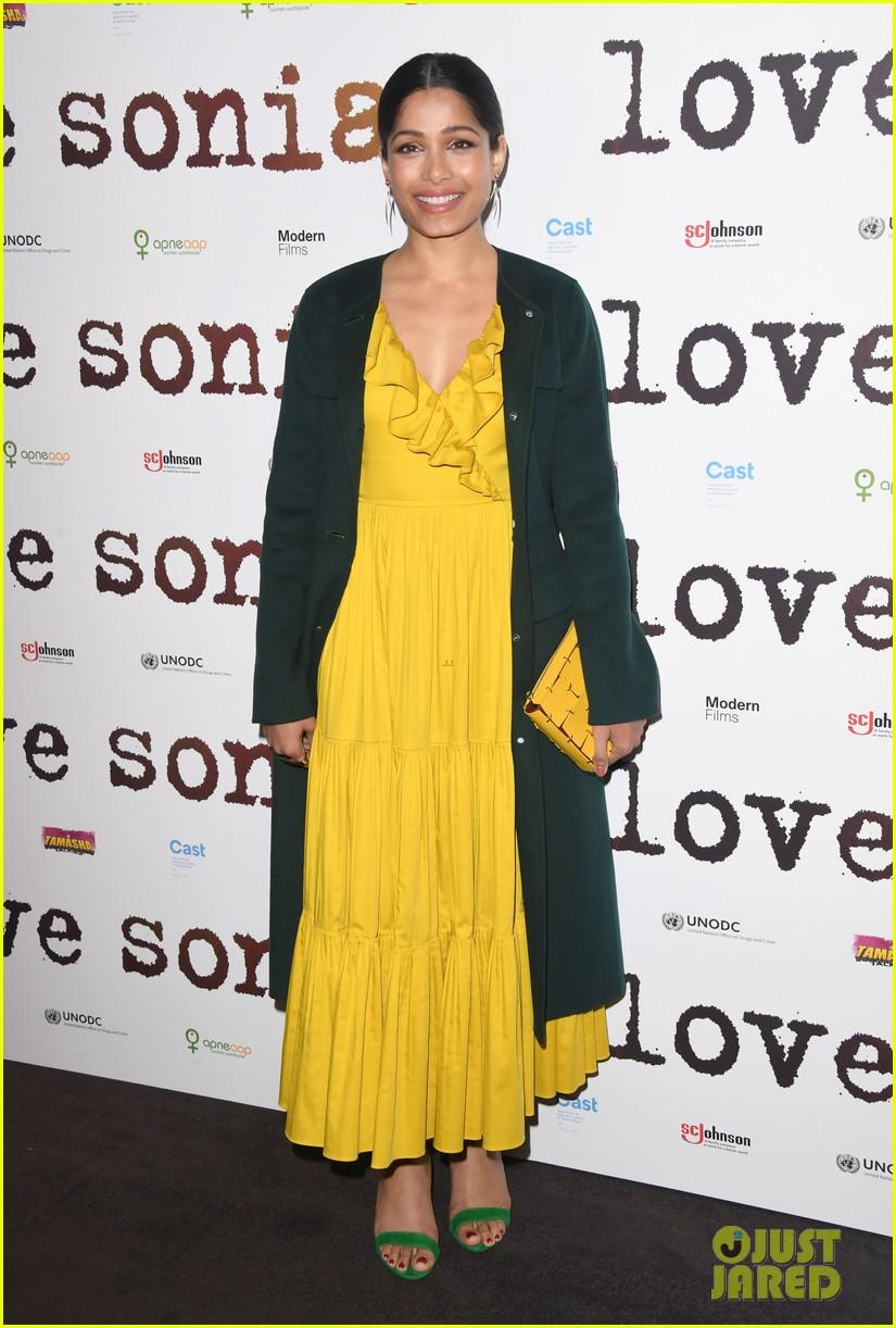 freida pinto dons bright yellow dress at love sonia uk premiere 10