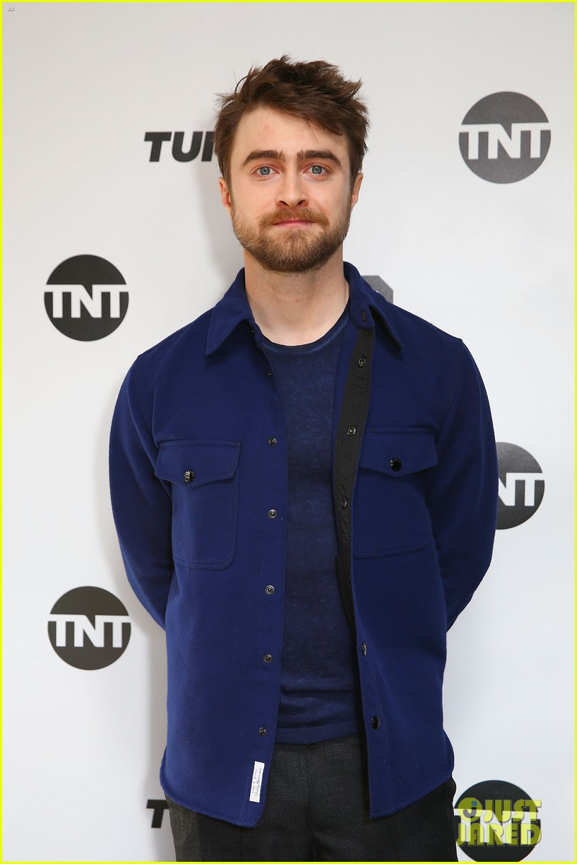 daniel radcliffe calls out tom brady 024217067