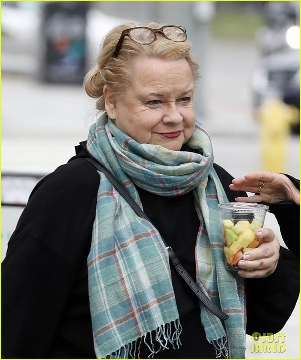 reese witherspoon lunch with her mom betty 02