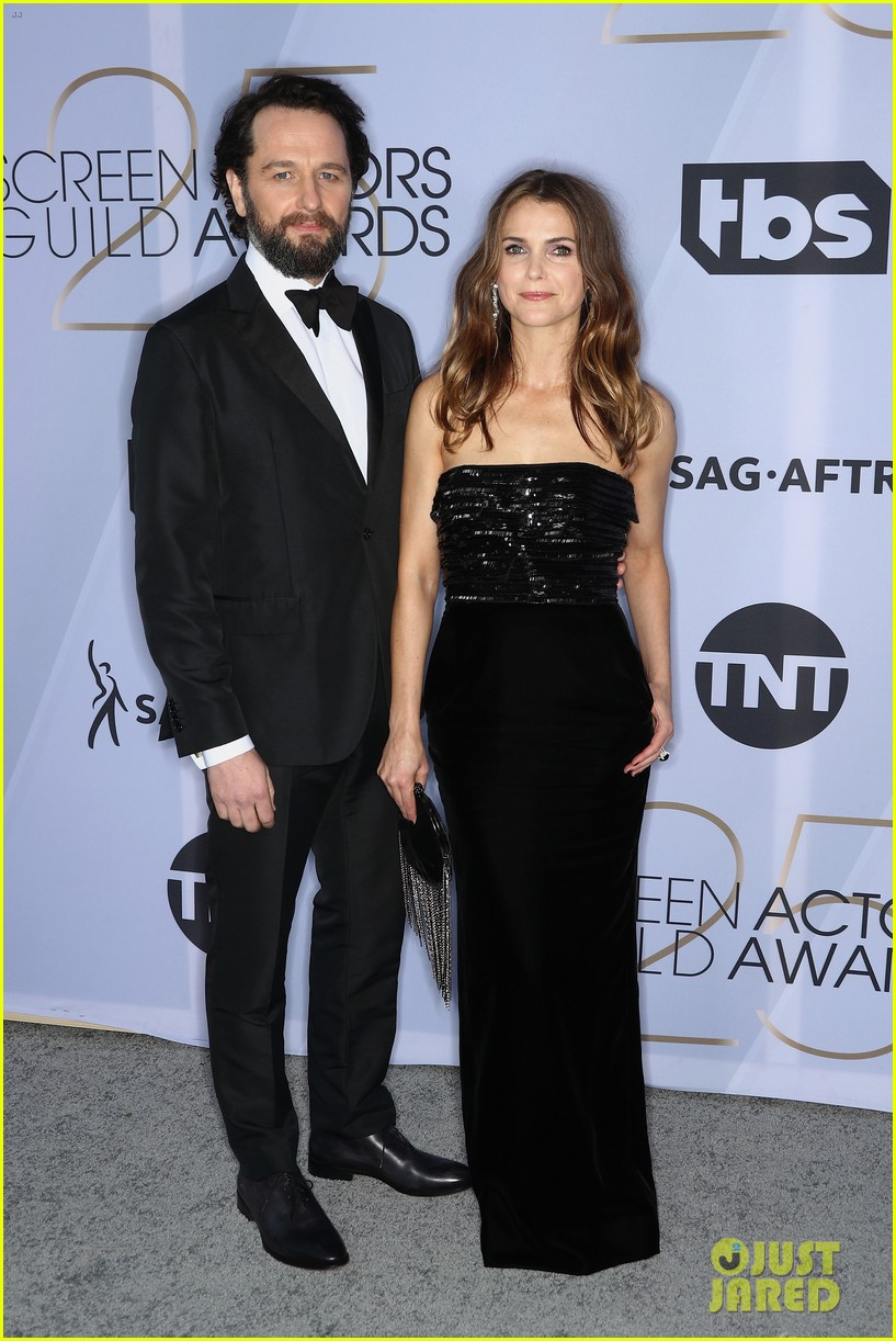 keri russell matthew rhys bring the americans to sag awards 024218442