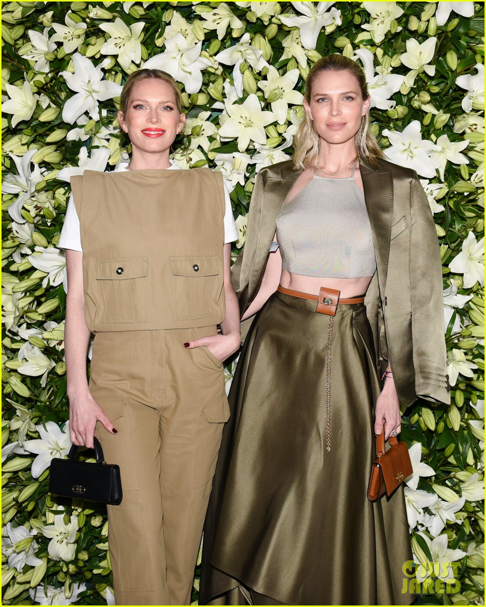 julia roberts kathryn newton more help honor lucas hedges at wsj magazine din 07