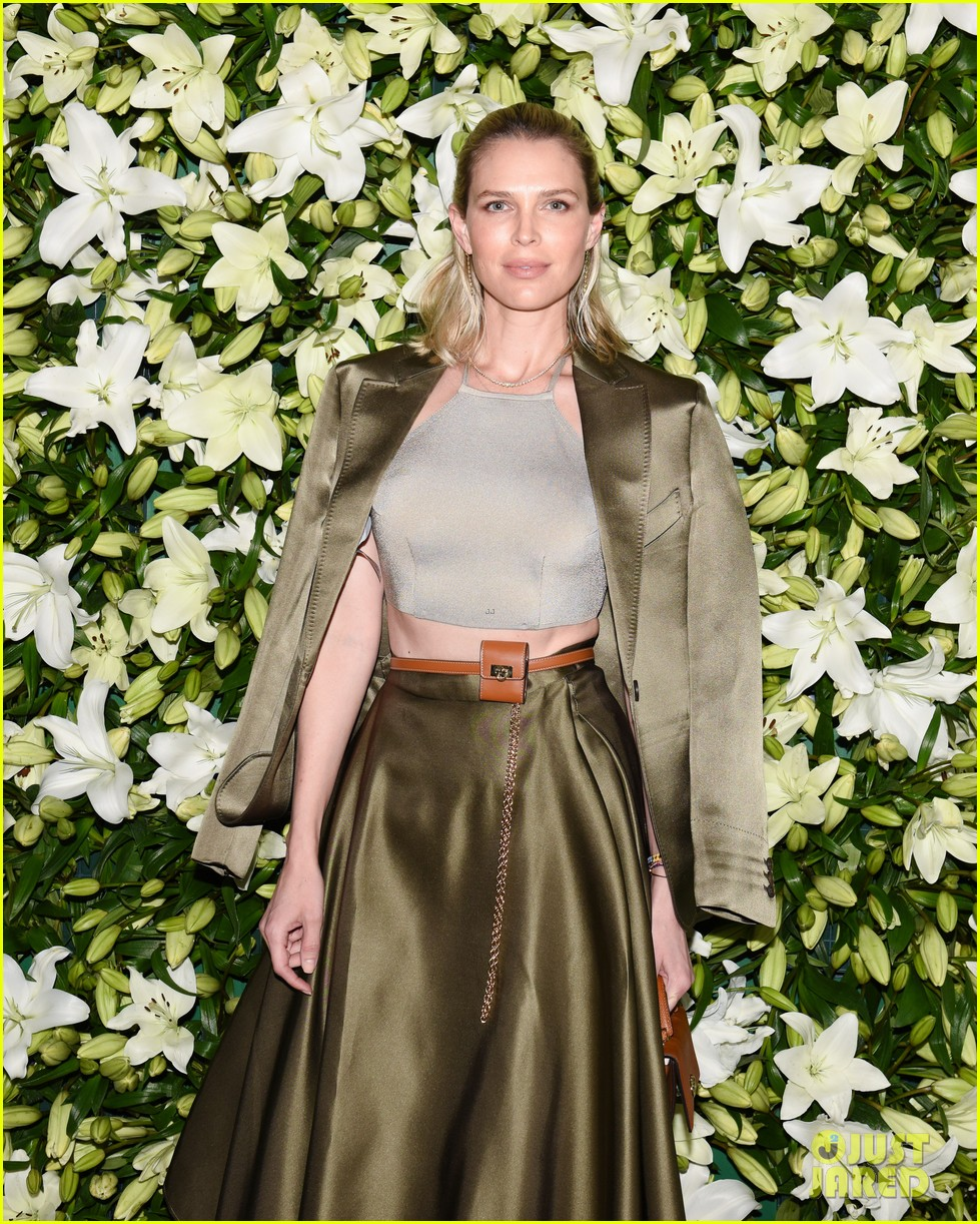 julia roberts kathryn newton more help honor lucas hedges at wsj magazine din 08