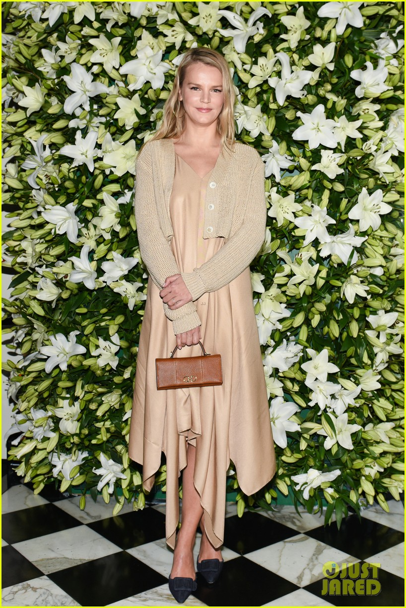 julia roberts kathryn newton more help honor lucas hedges at wsj magazine din 19
