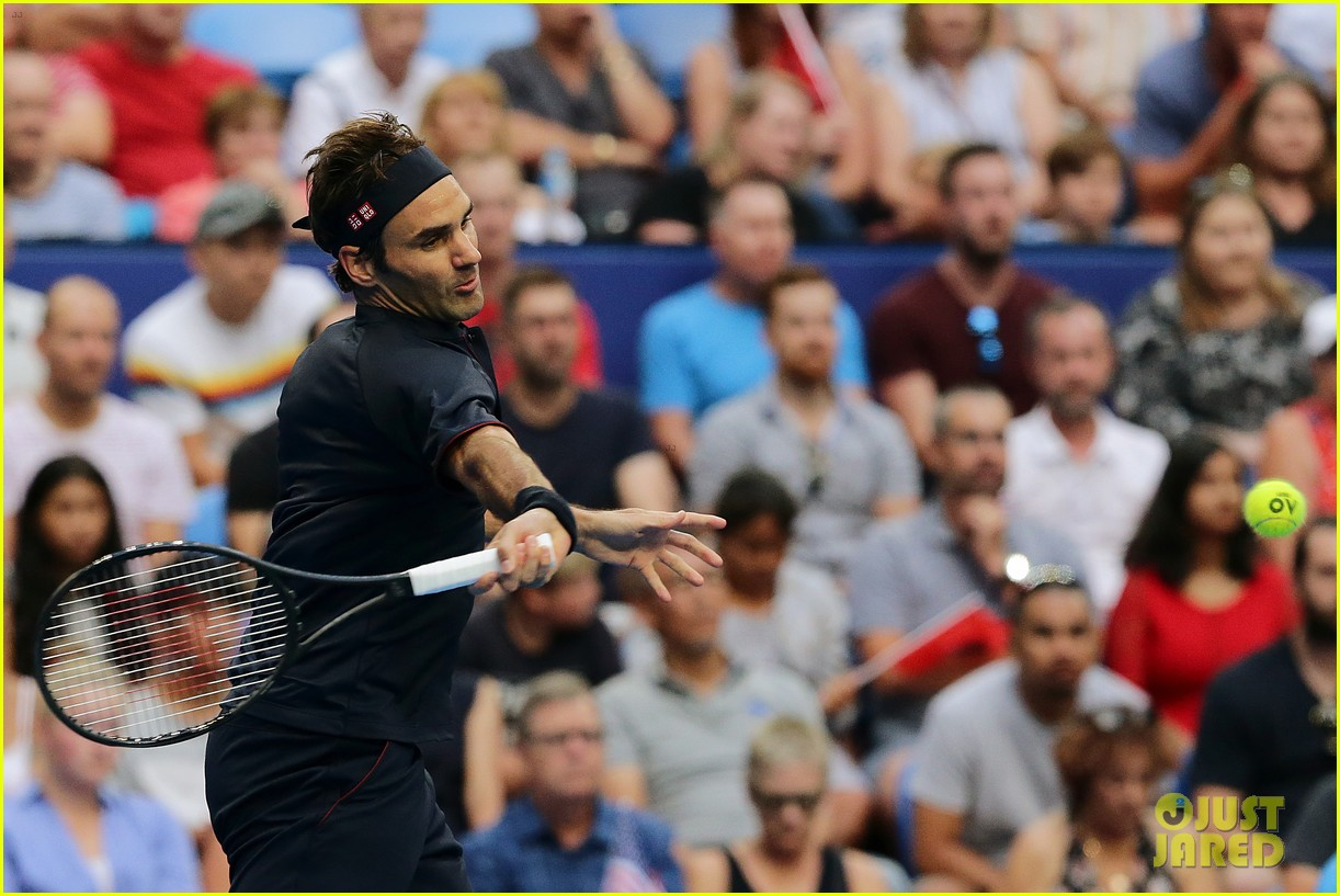 roger federer defeats serena williams in mixed doubles tournament 08
