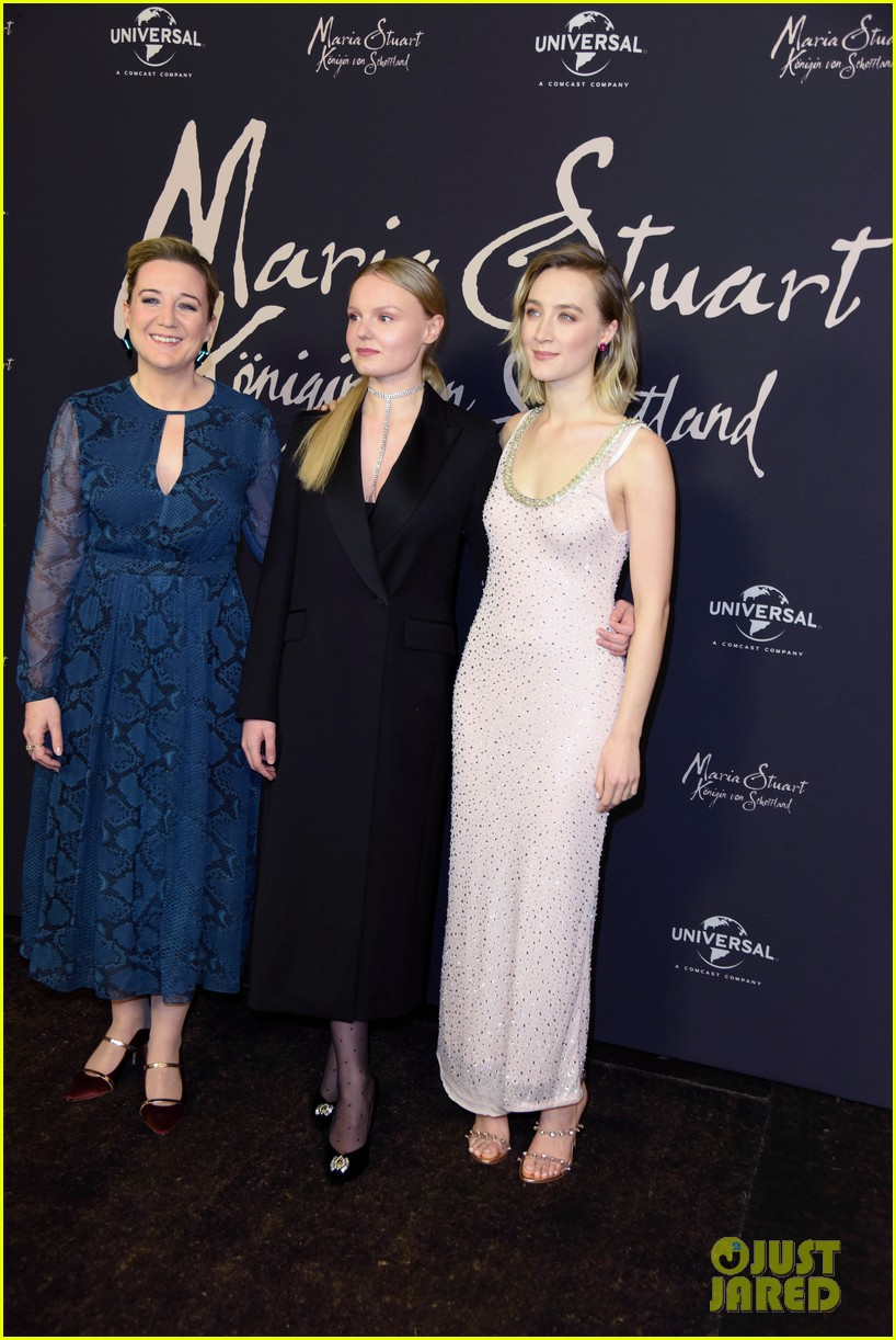 saoirse ronan says her horse in mary queen of scots was biggest diva 044209685