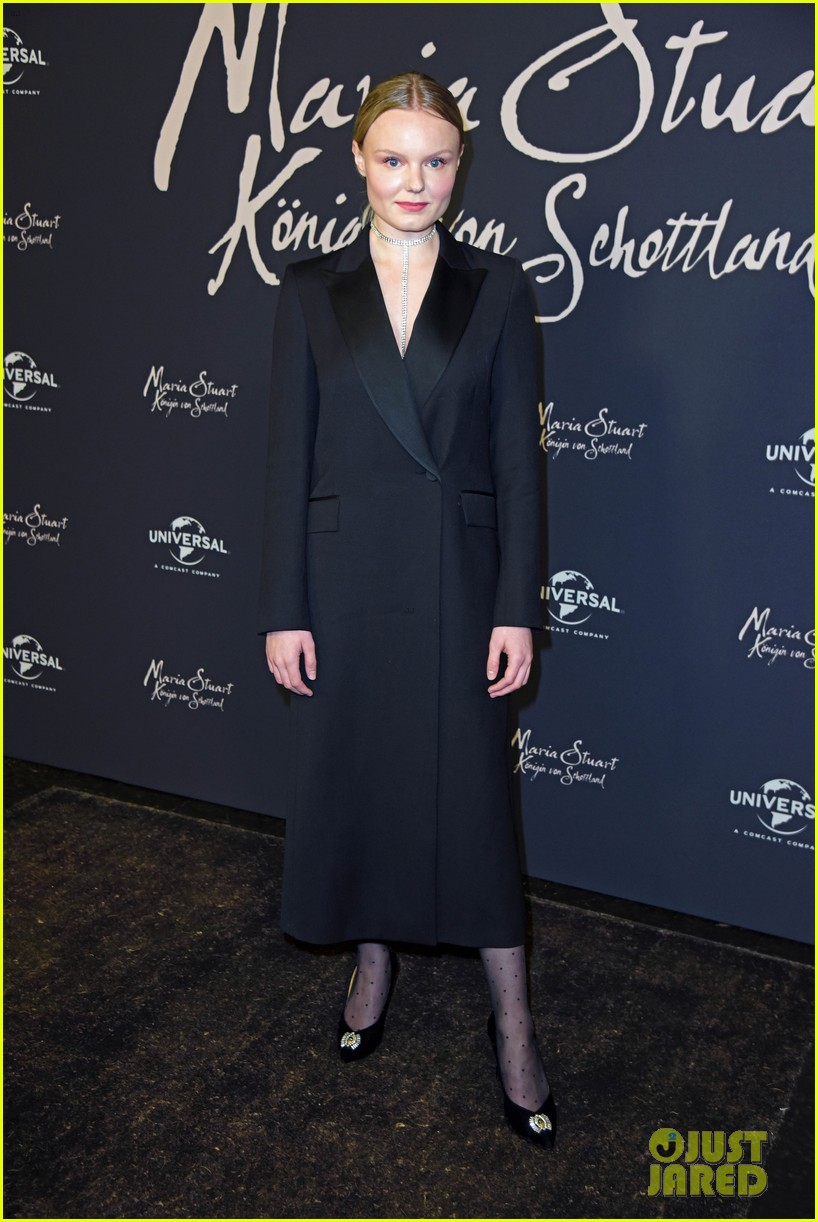 saoirse ronan says her horse in mary queen of scots was biggest diva 054209686