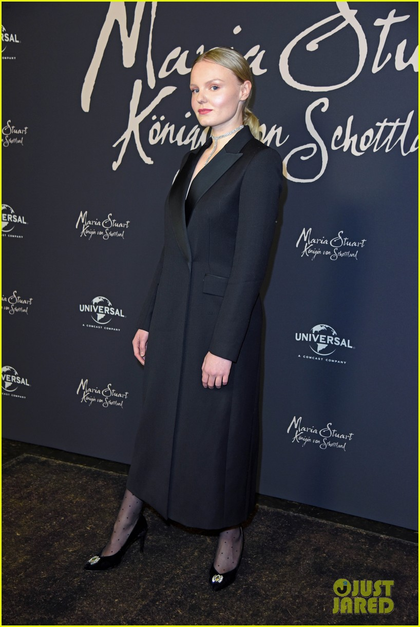 saoirse ronan says her horse in mary queen of scots was biggest diva 064209687