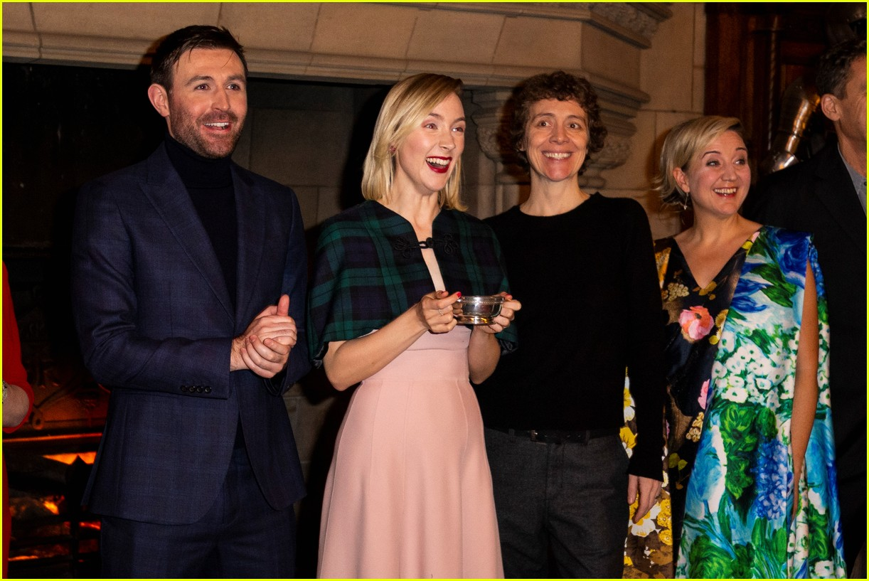 saoirse ronan is pretty in pink at mary queen of scots scotland premiere 014212286