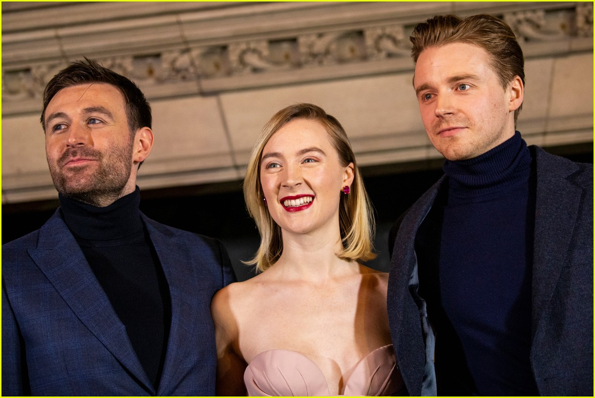 saoirse ronan is pretty in pink at mary queen of scots scotland premiere 034212288