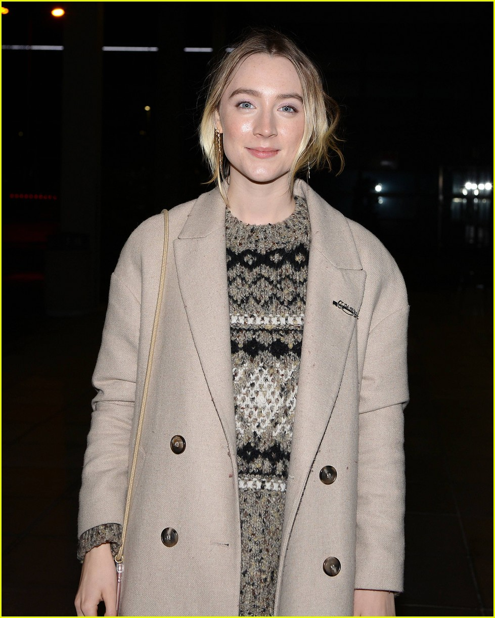 saoirse ronan is pretty in pink at mary queen of scots scotland premiere 074212292