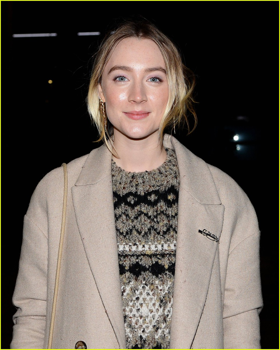 saoirse ronan is pretty in pink at mary queen of scots scotland premiere 084212293