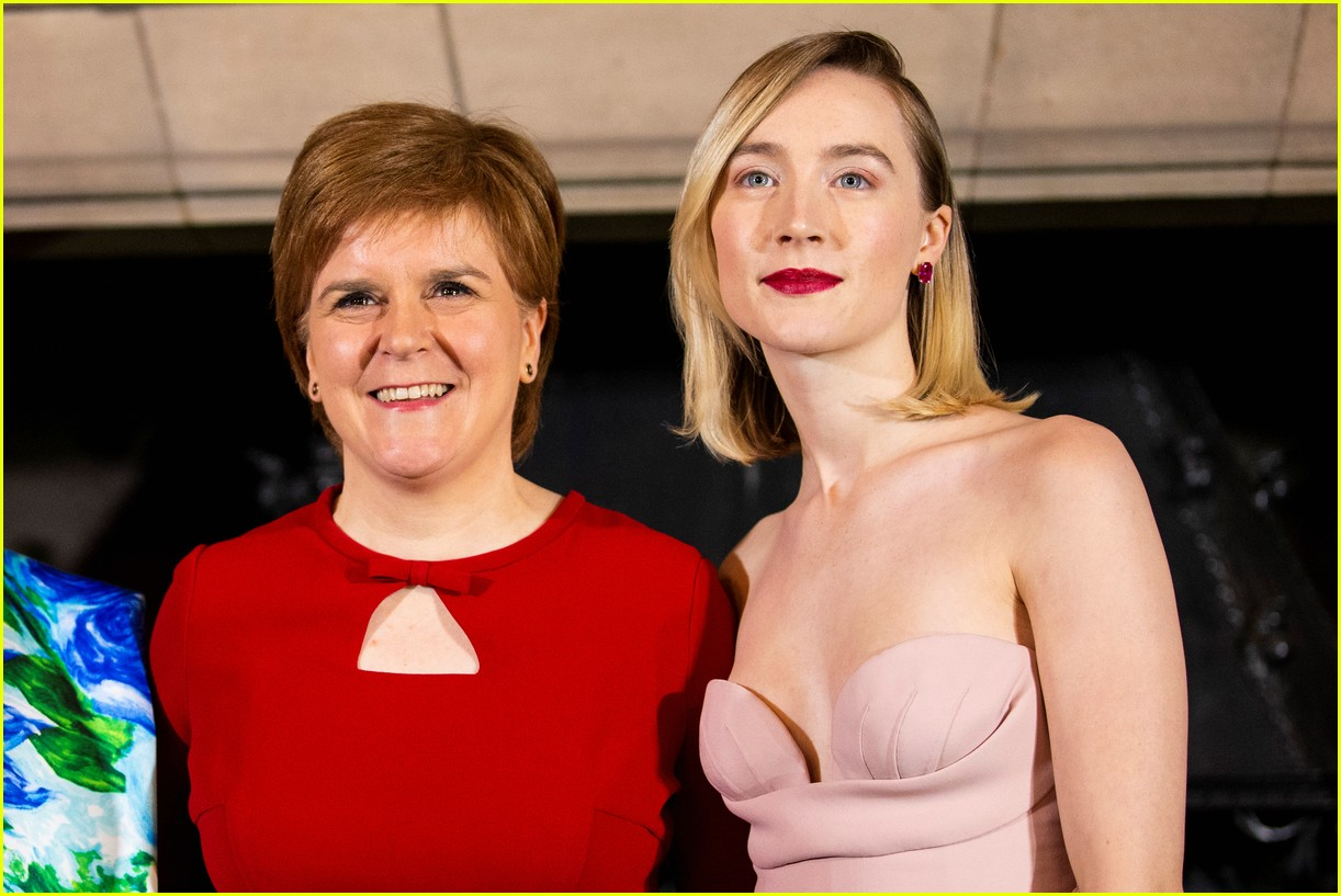 saoirse ronan is pretty in pink at mary queen of scots scotland premiere 114212296