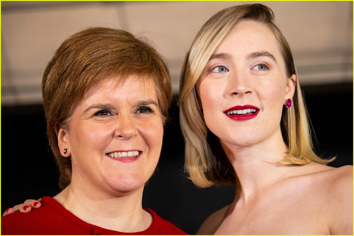 saoirse ronan is pretty in pink at mary queen of scots scotland premiere 124212297