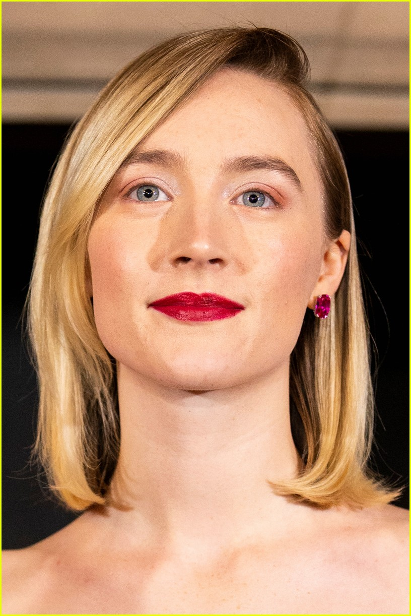 saoirse ronan is pretty in pink at mary queen of scots scotland premiere 174212302