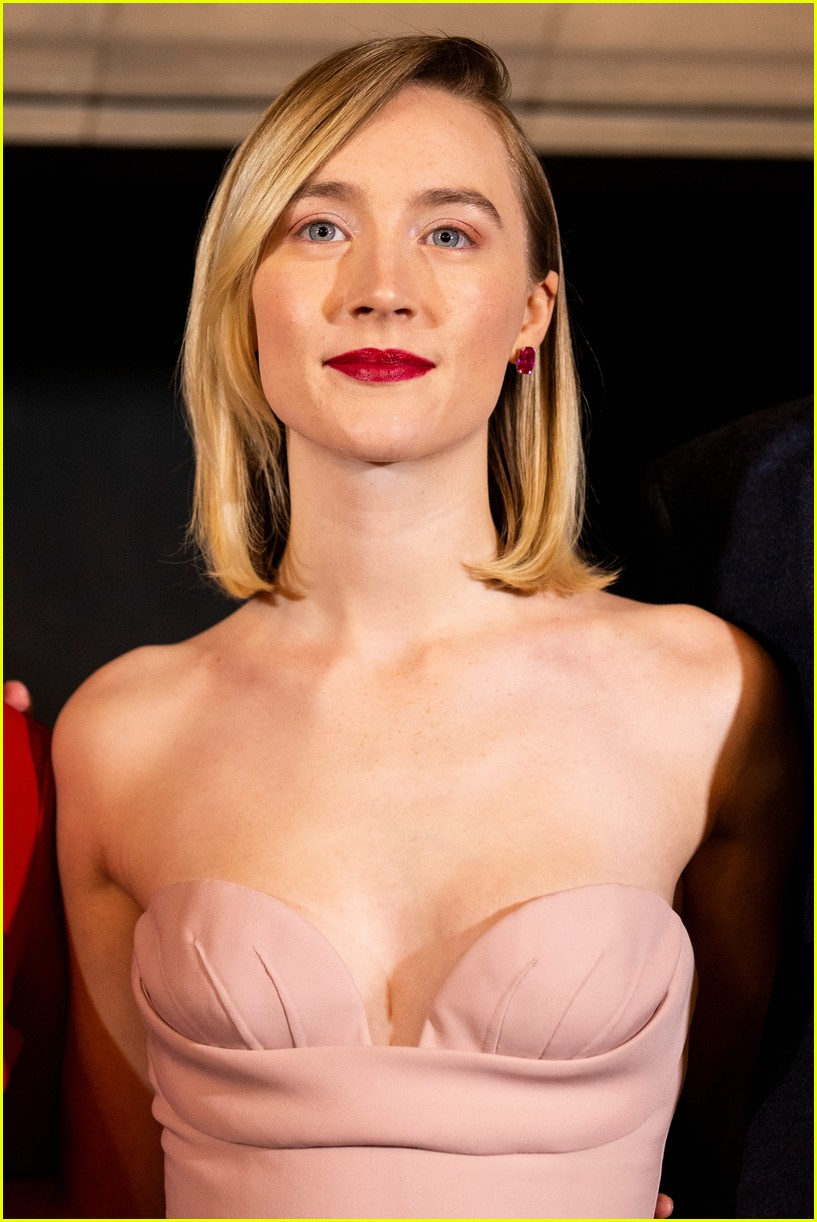 saoirse ronan is pretty in pink at mary queen of scots scotland premiere 184212303
