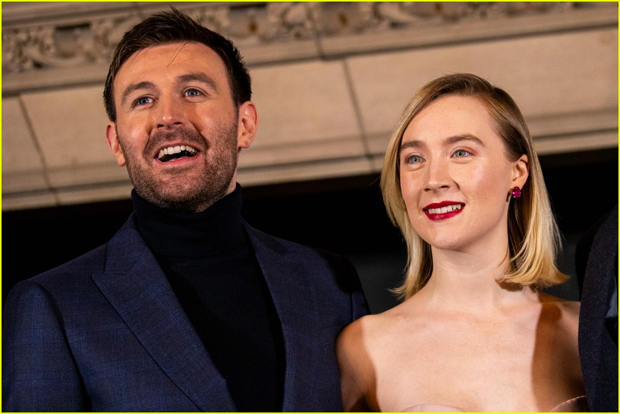 saoirse ronan is pretty in pink at mary queen of scots scotland premiere 204212305