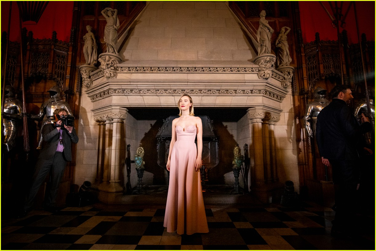 saoirse ronan is pretty in pink at mary queen of scots scotland premiere 224212307
