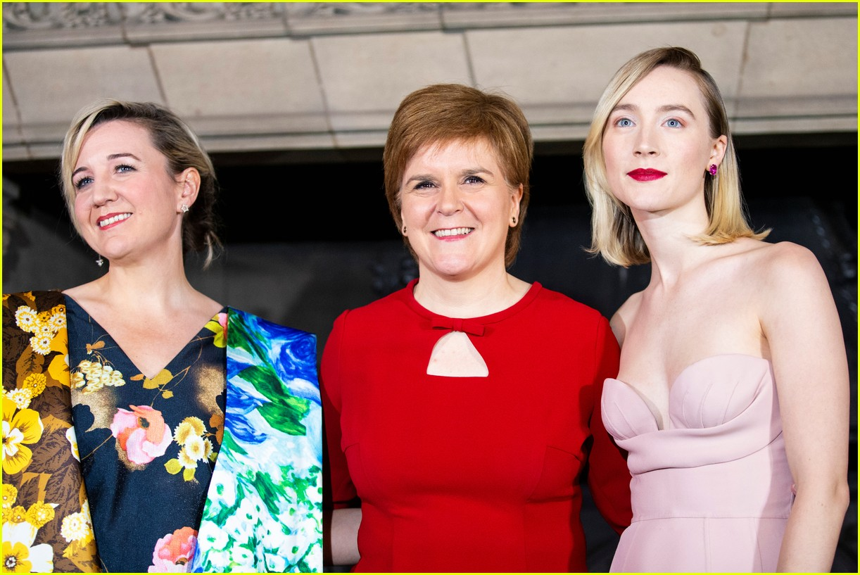 saoirse ronan is pretty in pink at mary queen of scots scotland premiere 234212308