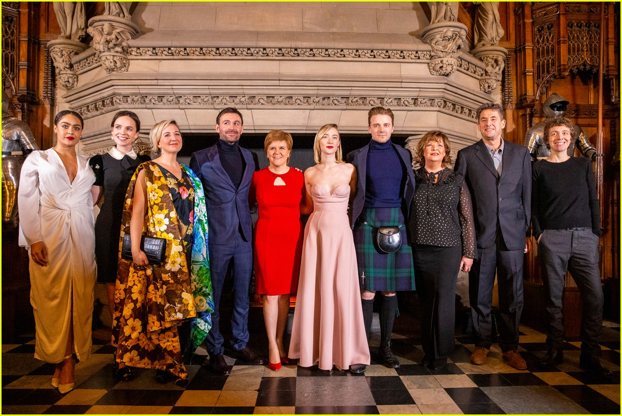 saoirse ronan is pretty in pink at mary queen of scots scotland premiere 284212313