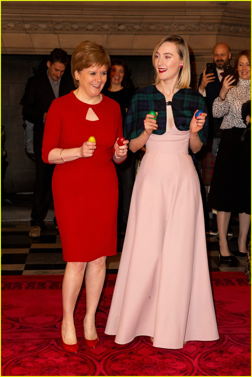 saoirse ronan is pretty in pink at mary queen of scots scotland premiere 314212316