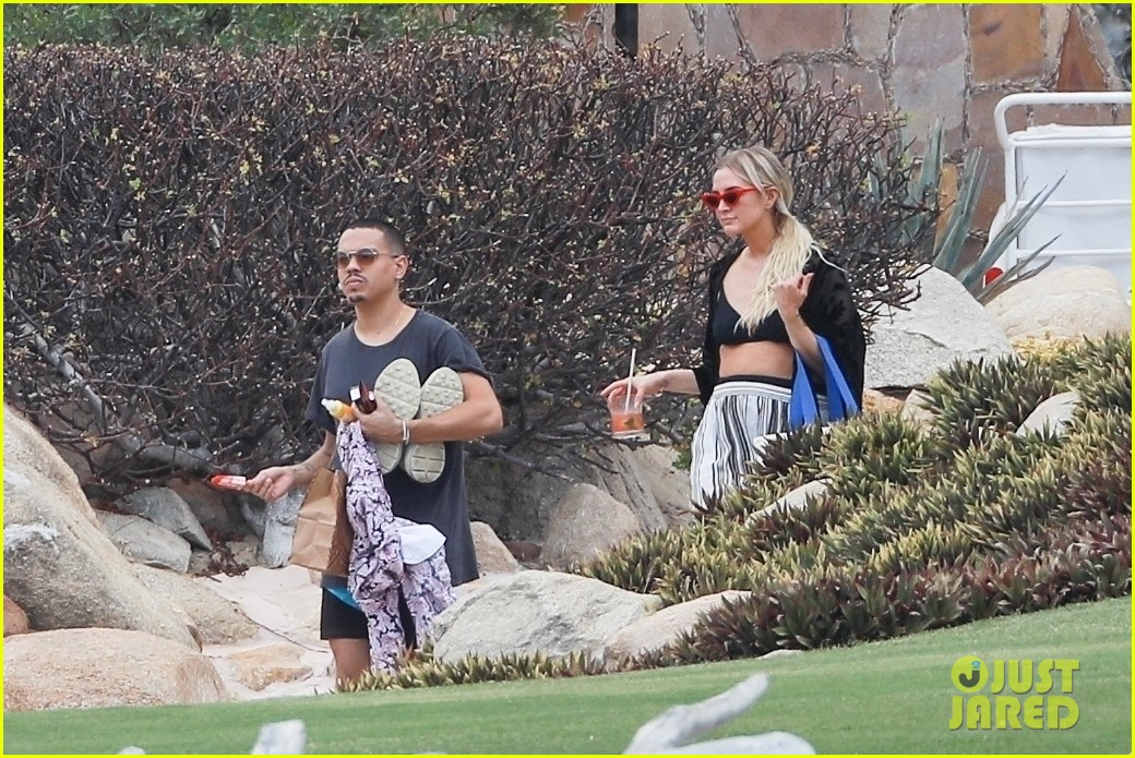ashlee simpson joins shirtless evan ross on vacation in cabo 06