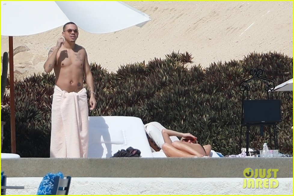 ashlee simpson joins shirtless evan ross on vacation in cabo 07