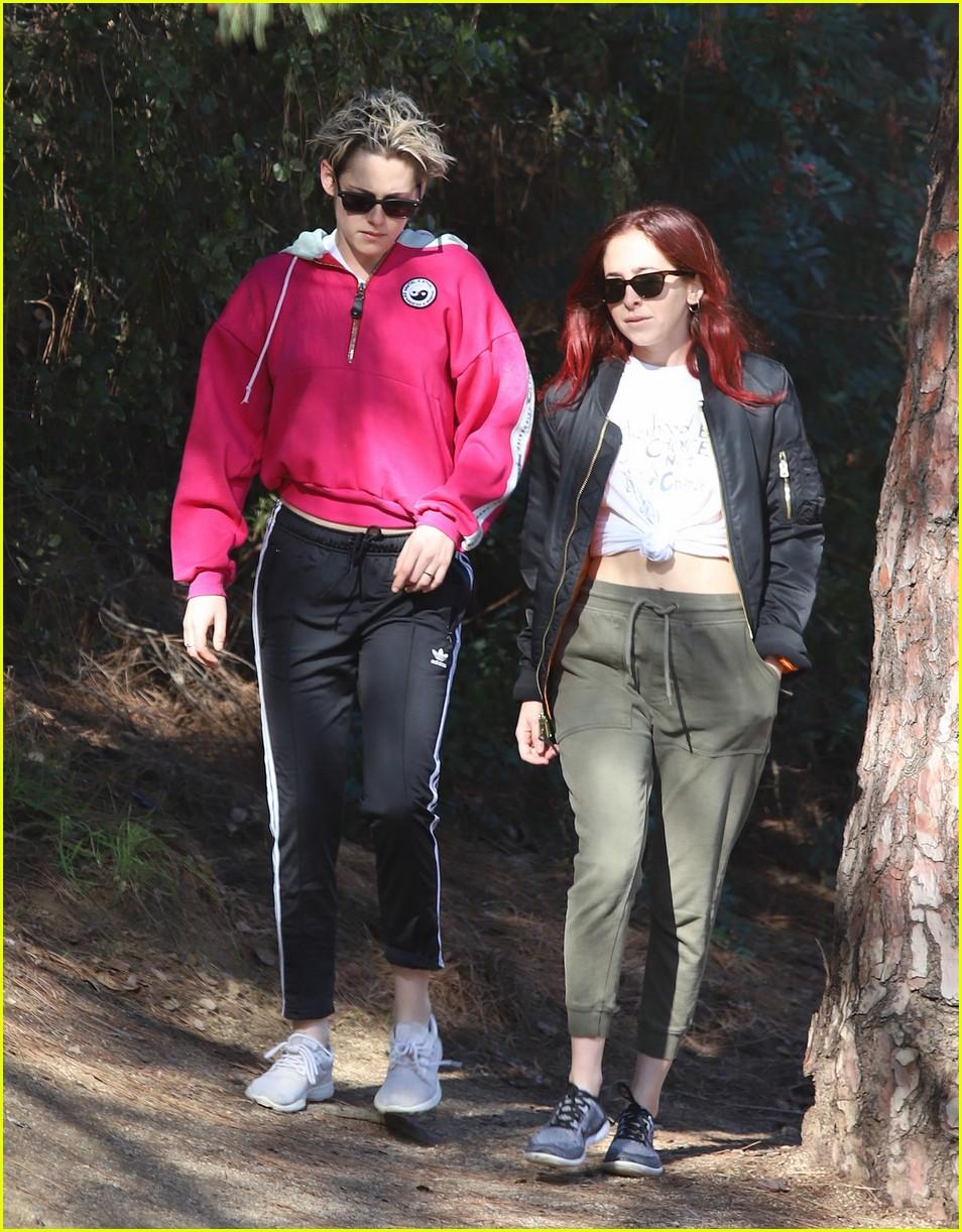 kristen stewart and rumored girlfriend sara dinkin team up for morning hike 034209475
