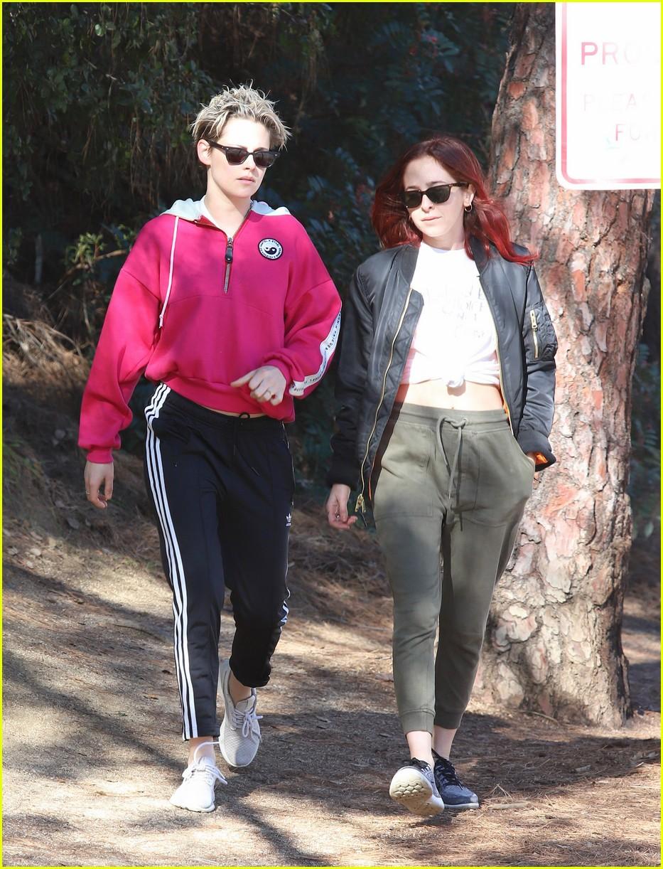 kristen stewart and rumored girlfriend sara dinkin team up for morning hike 054209477