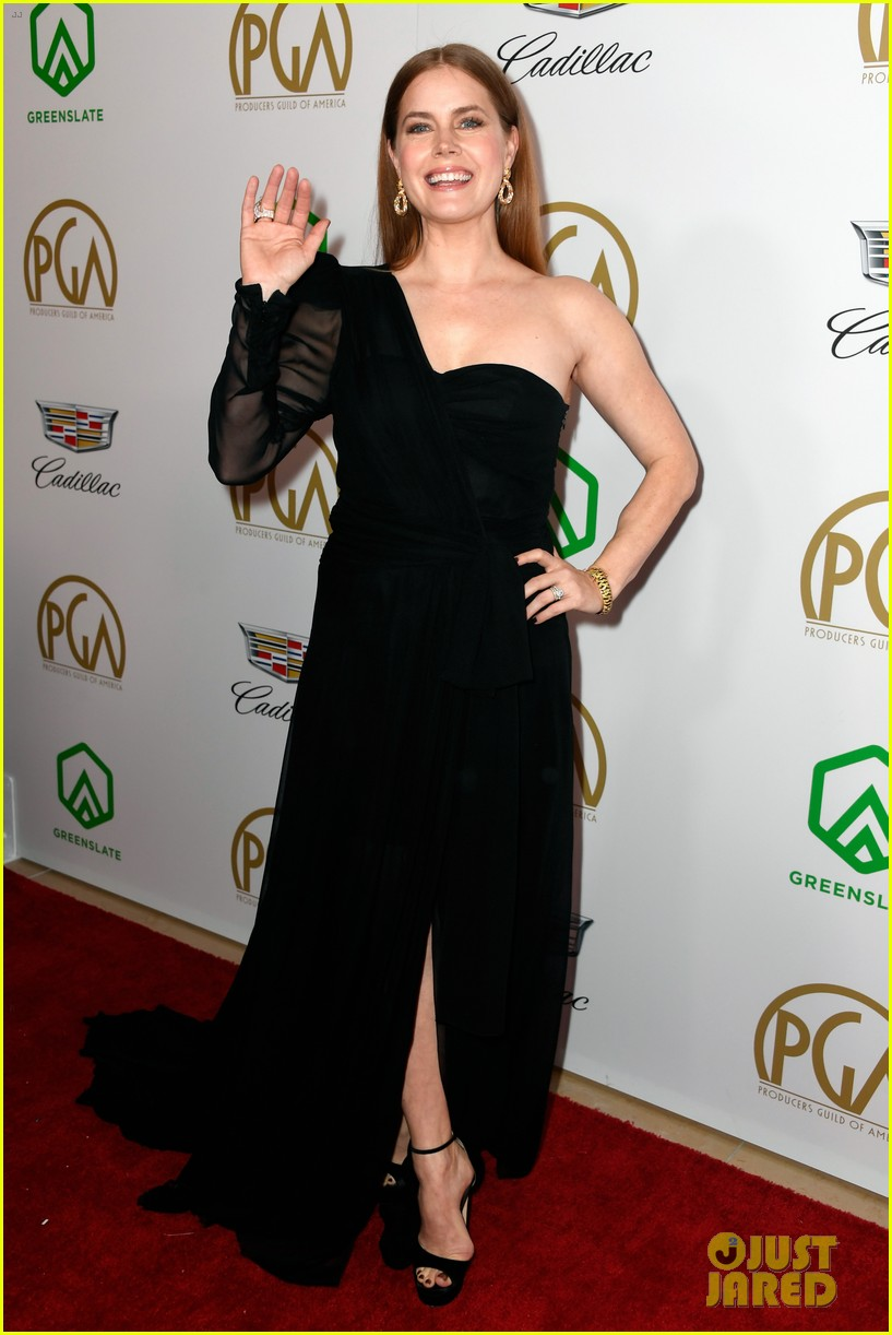 emma stone amy adams go glam for producers guild awards 01