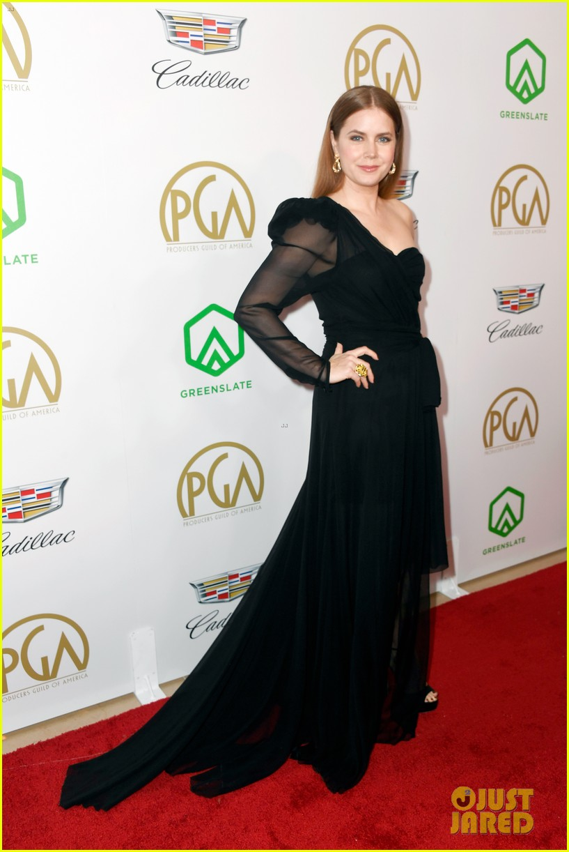 emma stone amy adams go glam for producers guild awards 05