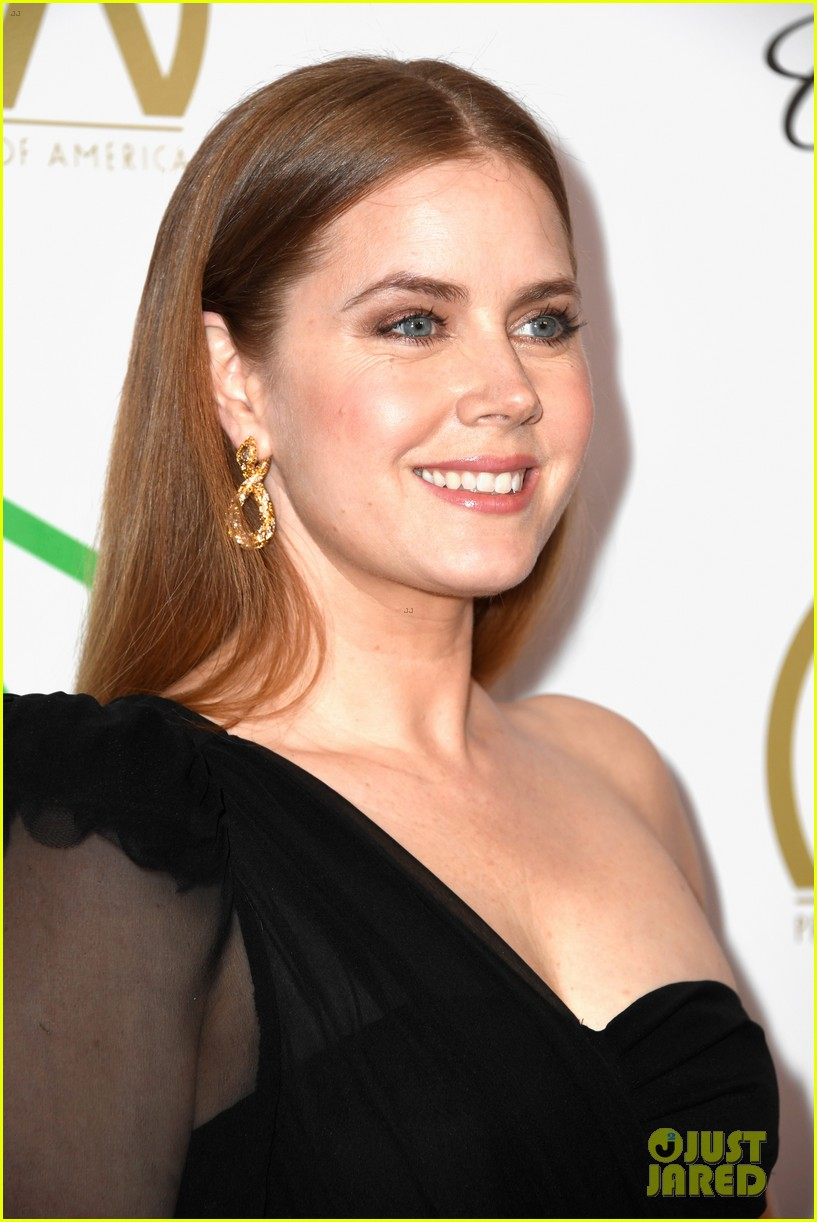 emma stone amy adams go glam for producers guild awards 09