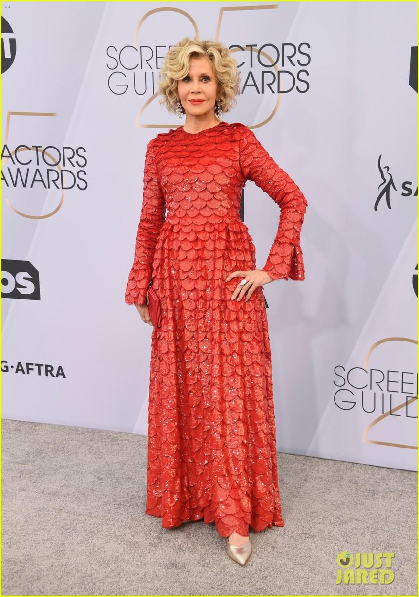 Jane Fonda Amp Lily Tomlin Walk Sag Awards 2019 Red Carpet