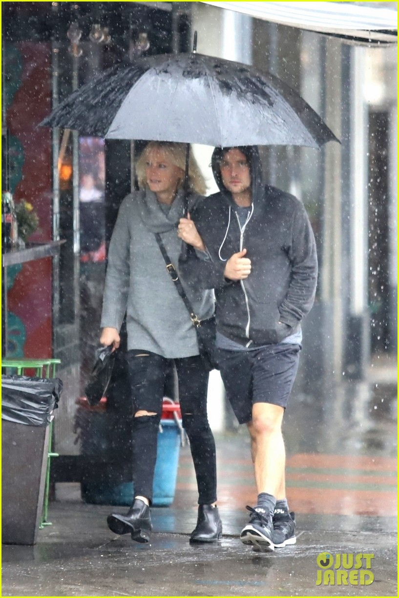 malin akerman braves the downpours with husband jack donnelly 014221270