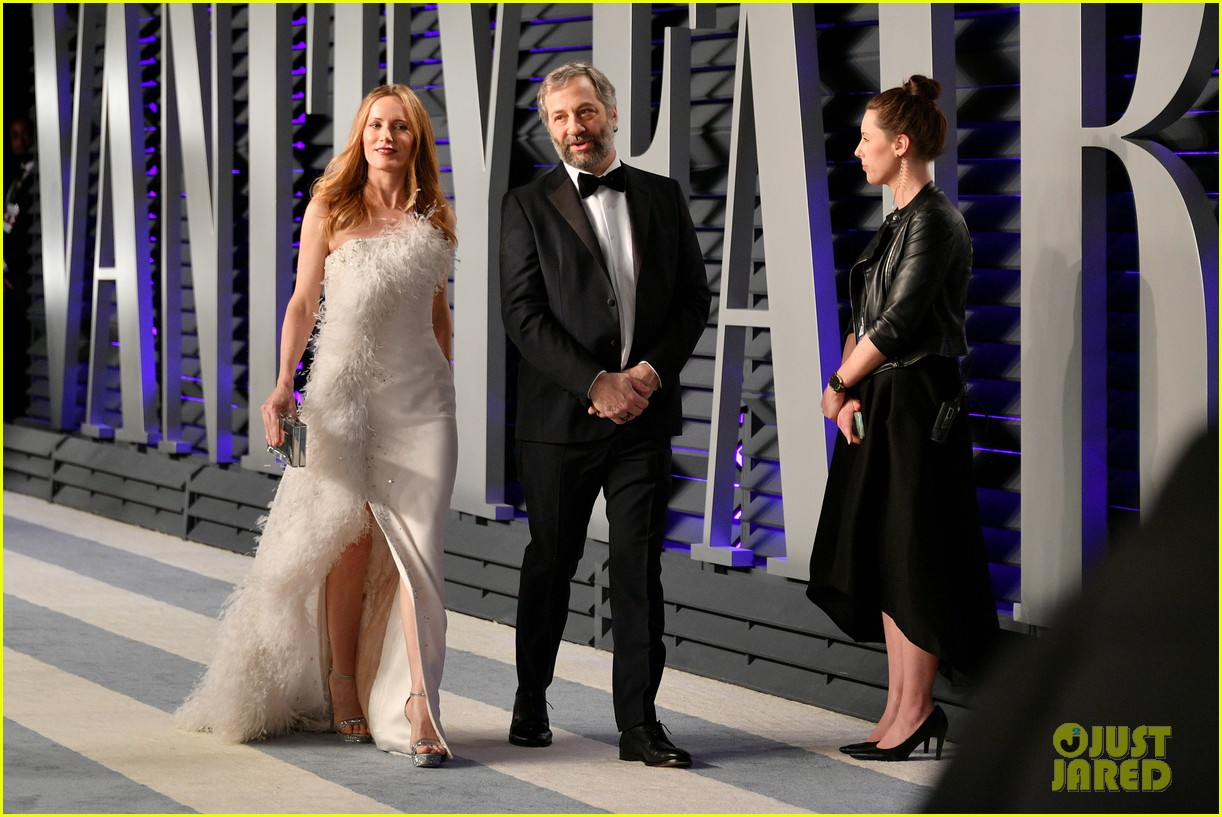 judd apatow snaps photos of leslie mann at vanity fairs oscars 2019 party 014246061